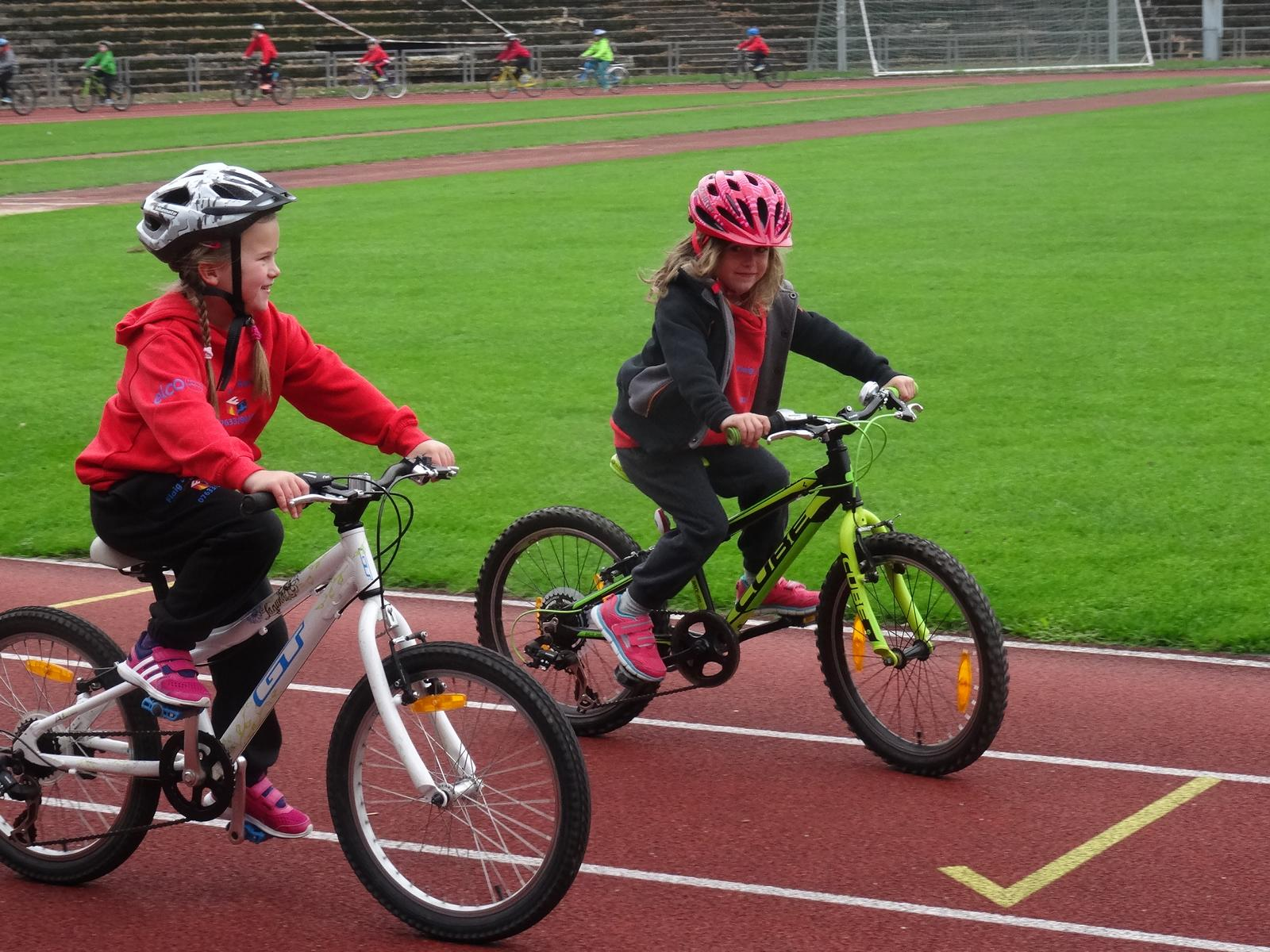 Sicherheit auf dem Fahrrad war ein wichtiges Thema beim Aktionstag der Sparkassen TriKids Freiburg am vergangenen Sonntag. (Foto:Christina Feuerstein)