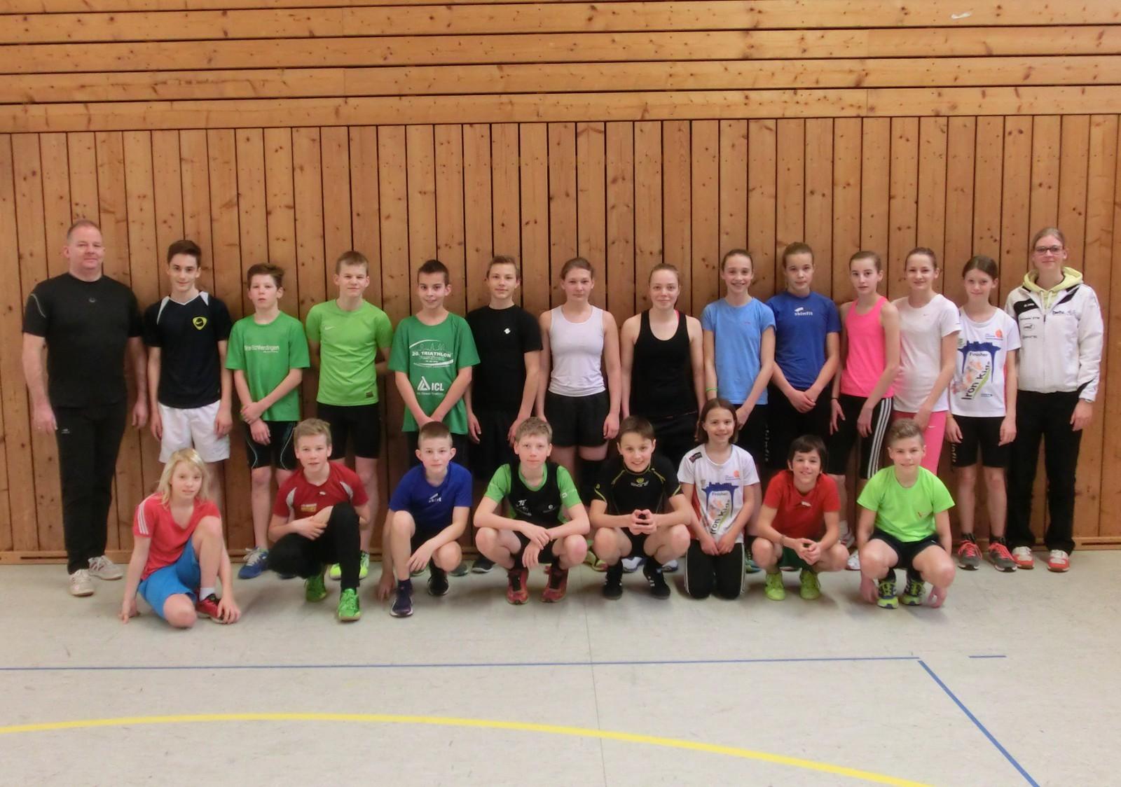Landestrainerin Julia Seibt (rechts) und Betreuer Armin Reiner (links) mit den Teilnehmern der Talentsichtung in Albstadt-Tailfingen.