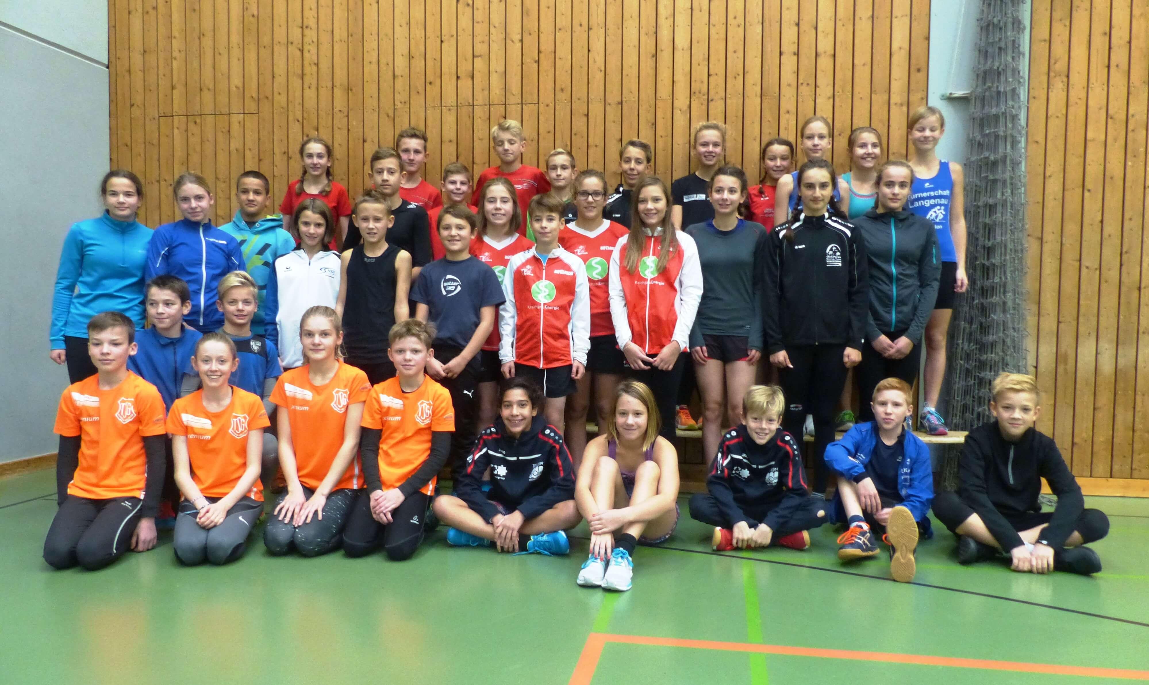 Die Nachwuchssportlerinnen und -sportler der Vereinssichtung 2016 in Karlsruhe.