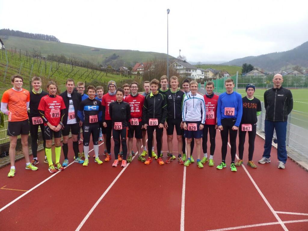 Die Junioren und Jugend A männlich waren die größte Gruppe beim Leistungstest. Ganz rechts Landestrainer Martin Lobstedt. (Foto: Peter Mayerlen)