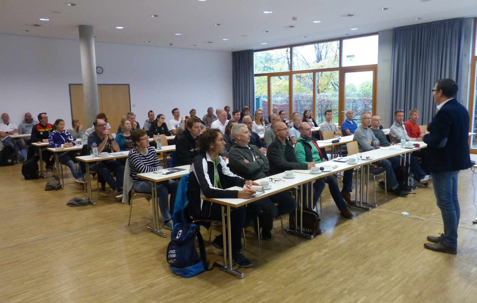 Interessiert folgten knapp 50 Trainerinnen und Trainer gestern im Rahmen der Leistungssportkonferenz des BWTV den Vorträgen der Referenten. (Foto: Peter Mayerlen)